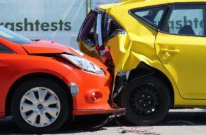 Nawiązka- dodatkowe odszkodowanie po wypadku, uderzenia auta w tył drugiego samochodu